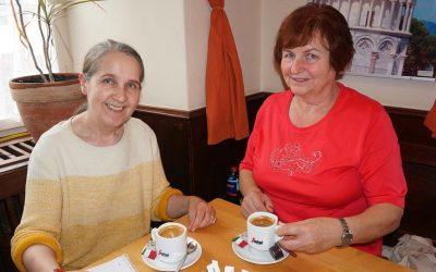 Gerda Bächle spricht über ihren Weg aus der Gehörlosigkeit und verrät, wie sie Betroffenen helfen will
